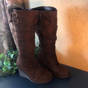 Wedge Heel Hi boots Sz 7